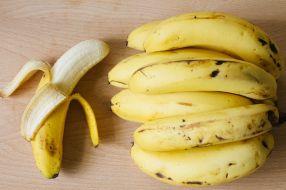 circumcision_banana_foreskin_cutting